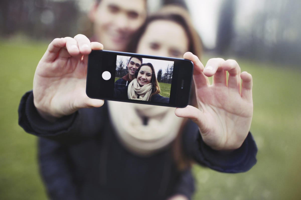 thinkstockphotos couple selfie iphone