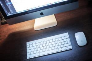 imac desk pexels