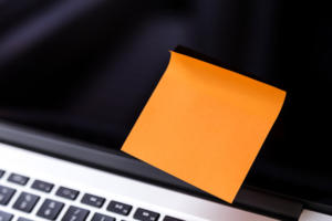 laptop with one sticky note